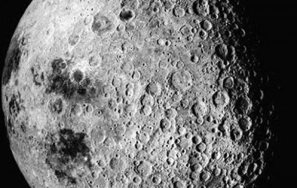 Цель программы - создать к середине XXI века обитаемую базу на Луне и полигон