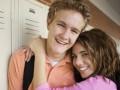 Школам в Англии объявили, что секс в 13 лет нормален - BBC