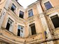 «Самооборона» выселила людей из исторического здания на Грушевского (фото, видео)