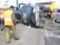 На Одесской трассе бензовоз въехал в дорожных рабочих