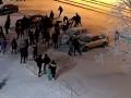 Опубликовано видео, как в России толпа подростков избивала полицейских