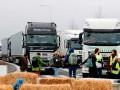 Во Франции активисты заблокировали движение из-за