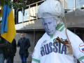 В Одессе возле консульства РФ сожгли чучело Путина