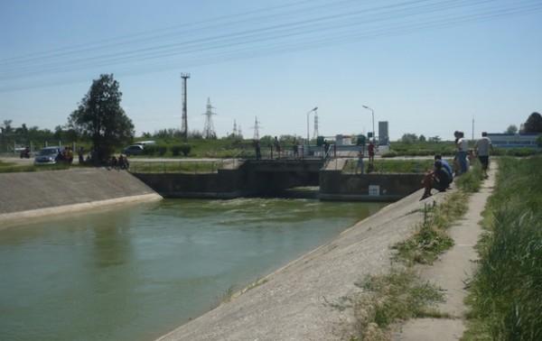 В Крыму продолжают несанкционированно брать воду с материка.