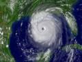 В Мексике тысячи людей эвакуируют из-за шторма Барри
