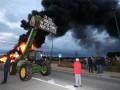 В Бельгии бастуют фермеры: жгут шины и сено, блокируют дороги