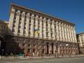 Киевсовет разрешил киевлянам бесплатно парковаться во дворе мэрии