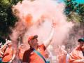 В парке Шевченко фанаты Ливерпуля начали жечь файеры
