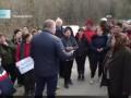 В Румынии противники эвакуации из-за коронавируса вышли с топорами