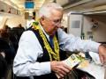 Американец попадет в Книгу рекордов Гиннеса как самый старый бортпроводник