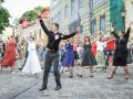На Андреевском спуске танцевали булгаковский фокстрот (ФОТО)