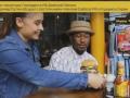 В США из ресторана уволили бармена и официантку за