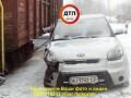 На переезде под Киевом автомобилю удалось чудом спастись от товарняка