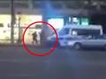 Видео момента нападения на полицейских в Париже