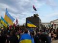 В Краматорске на проукраинском митинге снесли памятник Ленину