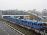 На станции метро Дарница пассажир упал на рельсы