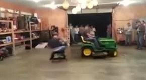 Небезопасный аттракцион с трактором