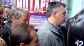 Депутаты, журналисты, муж и дочь Тимошенко пытаются попасть в Печерский суд сквозь милицейские заслоны