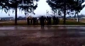 Оккупированые солдаты украинской армии развлекаются для поднятия боевого духа