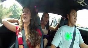 Эмоции пассажиров при сумасшедшей скорости - скрытая камера