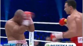 Как Кличко нокаутировал Леапаи в пятом раунде