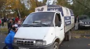 Беспорядки в Бирюлево: Переворачивают Газель