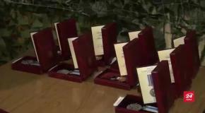 Порошенко вручив нагороди бійцям, які повертали українські села минулого року