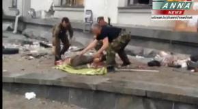 Последствия взрыва в Луганской ОГА. Уносят трупы (2.06)