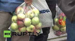 Фермеры с яблоками прошли маршем протеста по Варшаве