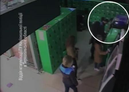 ВТернополе неизвестный похитил избанкомата практически полмиллиона грн