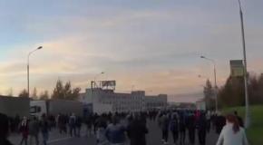 Беспорядки в Бирюлево: штурм ворот овощной базы