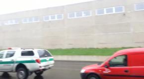 Полицейские авто из Литвы стоят в общей  очереди на Т О