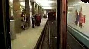 киньте едите Вы в метро а машинист напевает такую песенку