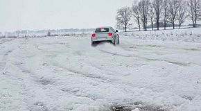Ferrari FF vs. Bentley Flying Spur на снегу. Тест