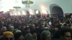 Украинцы поют гимн в метро
