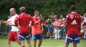 Главный тренер Баварии во время тренировки на бросился на Томаса Мюллера
