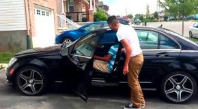 Сын подарил машину папе, очень трогательно