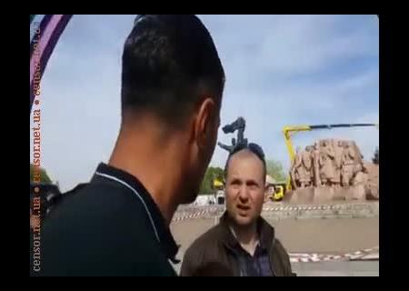 ВКиеве заблокировали раскраску арки Дружбы народов