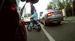 Встреча байкеров на пешеходном переходе