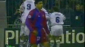 Сергей Ребров (Динамо Киев) в ворота Барселоны