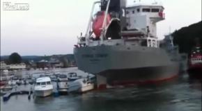 Маневры судна-цементовоза