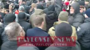 Порошенко под крики прибыл на допрос в ГБР