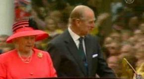 Платья королевы выставлены напоказ