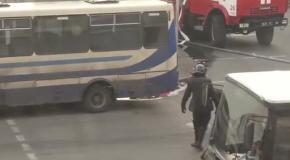 Протестующему отрезали голову (ВНИМАНИЕ!!! Видео не для слабонервных!!!)