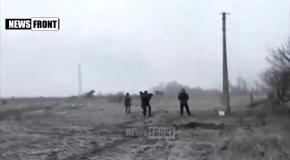 Видео боя под Дебальцево. Боевики ногами бьют раненых солдат