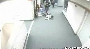 Студент самоликвидировался о дверь