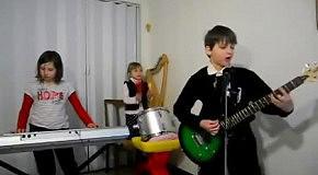 Детишки играют песню Rammstein