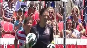 Впечатляющий сейв в матче женских сборных США-Канады