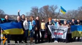 В Днепропетровске активисты Евромайдана помогают военным едой