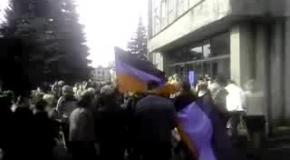 Пророссийские активисты захватили горсовет в Дебальцево
